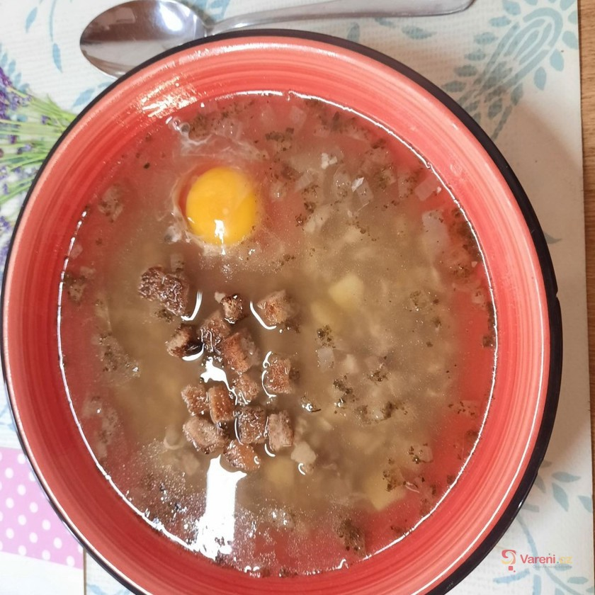 Tatínkova česnečka s vejcem