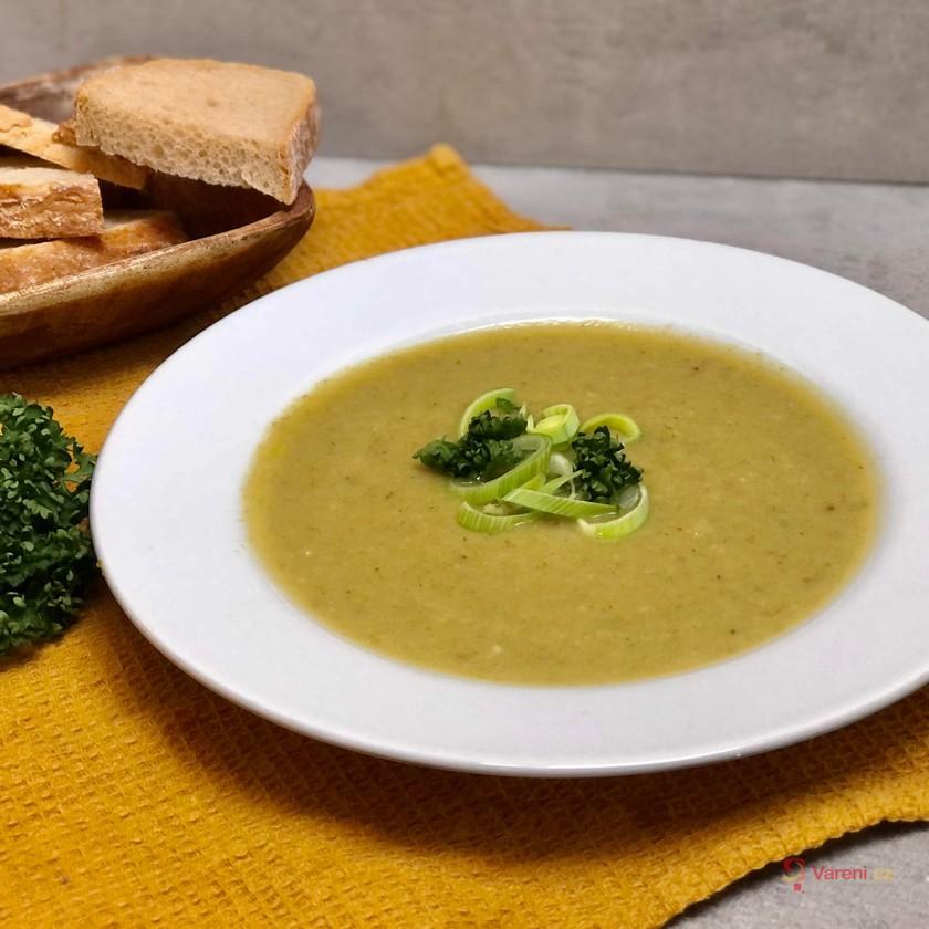 Hustá pórková polévka