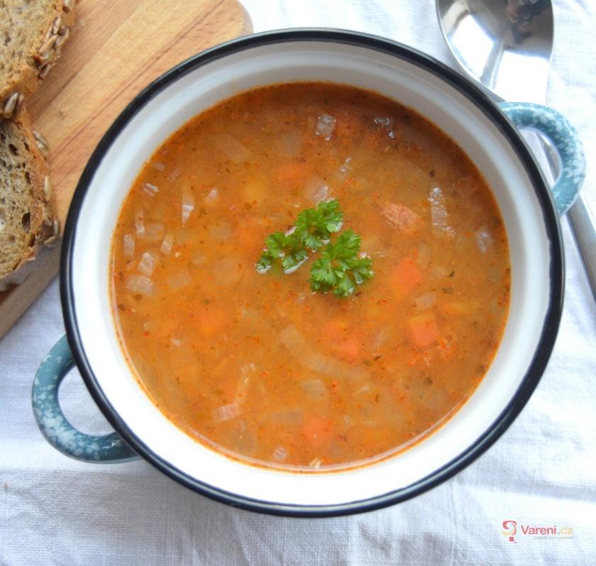 Čočková polévka s uzenou paprikou