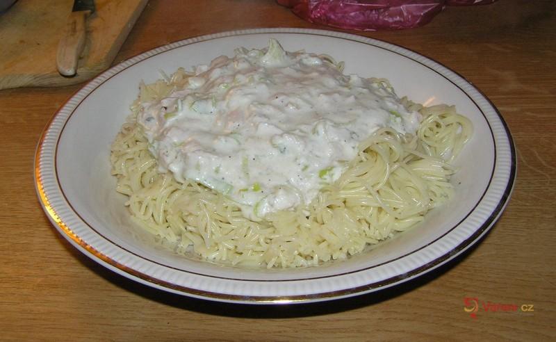 Špagety se zakysanou smetanou