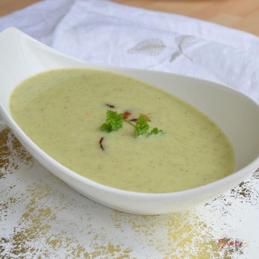 Krémová cuketová polévka s osmaženou cibulkou