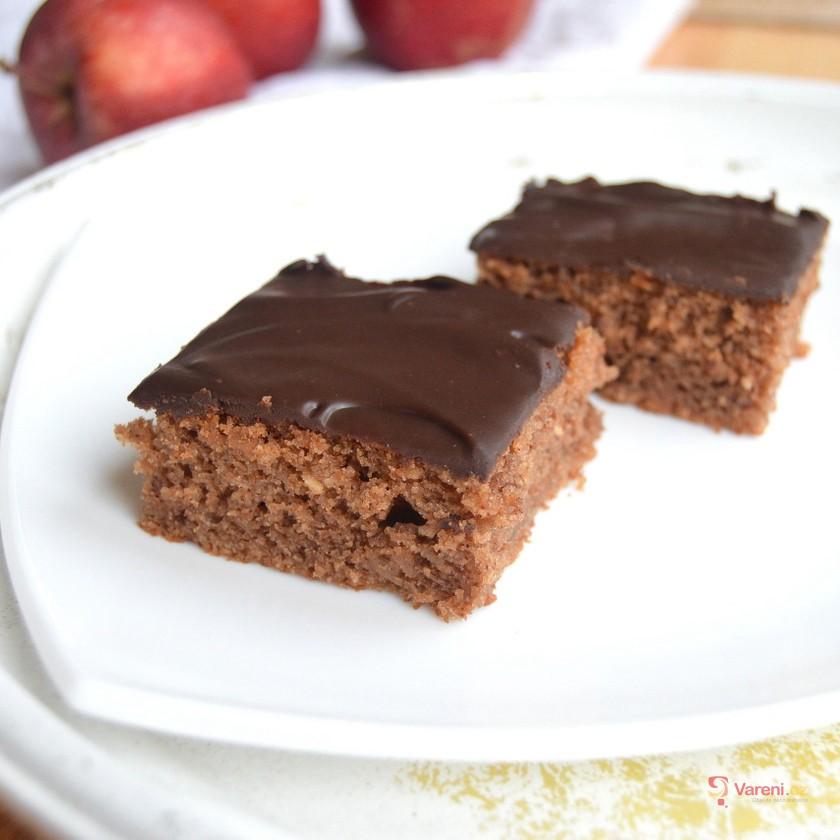 Vláčný jablečný perník s čokoládovou polevou