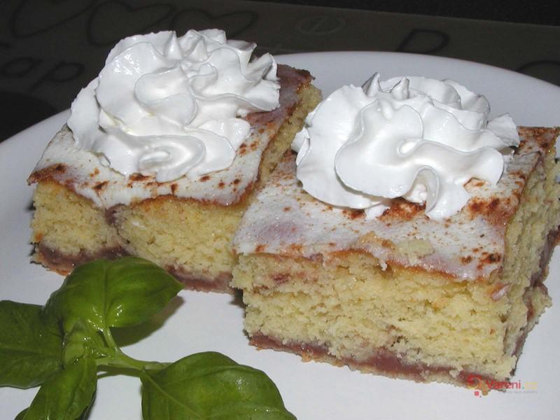 Pudinkový koláč se zakysanou smetanou