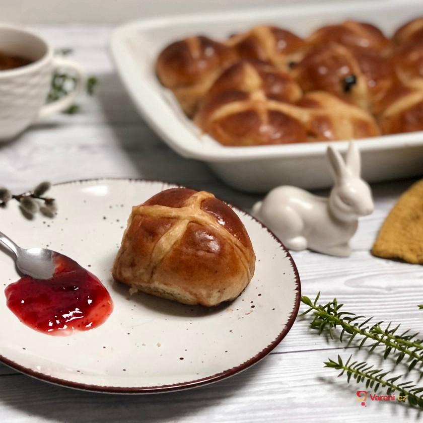 Veganské hot cross buns