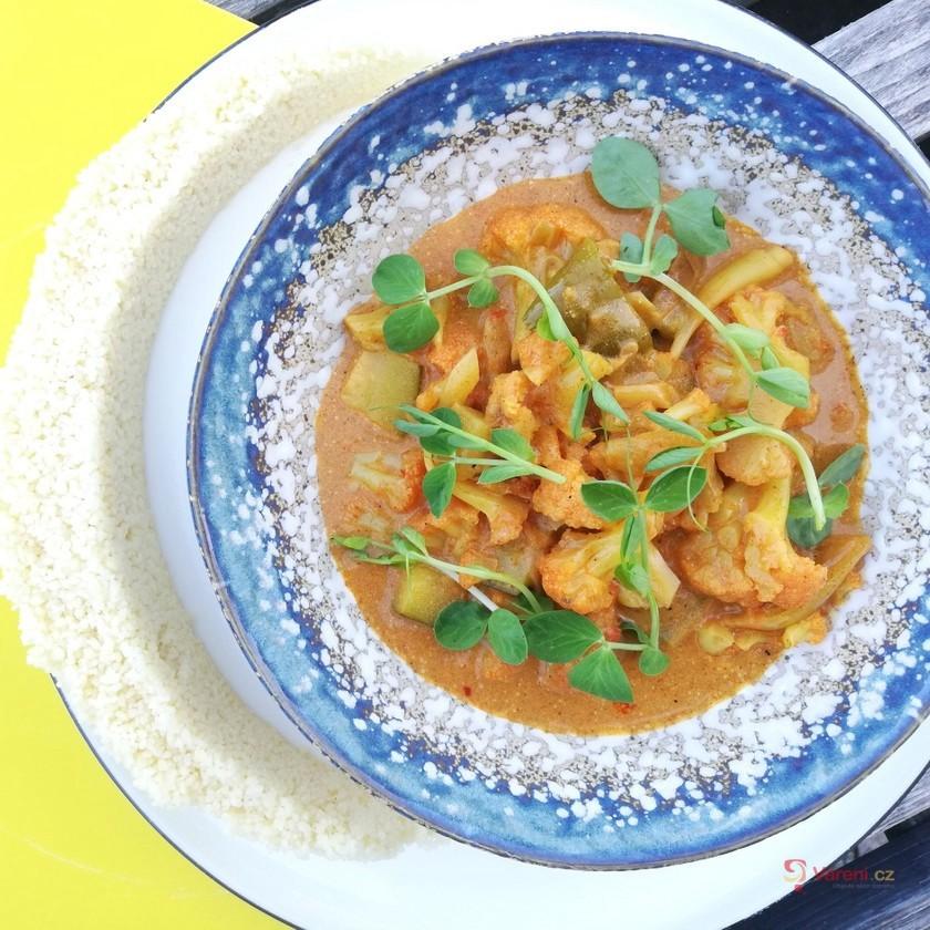 Výborné curry s květákem a cuketou