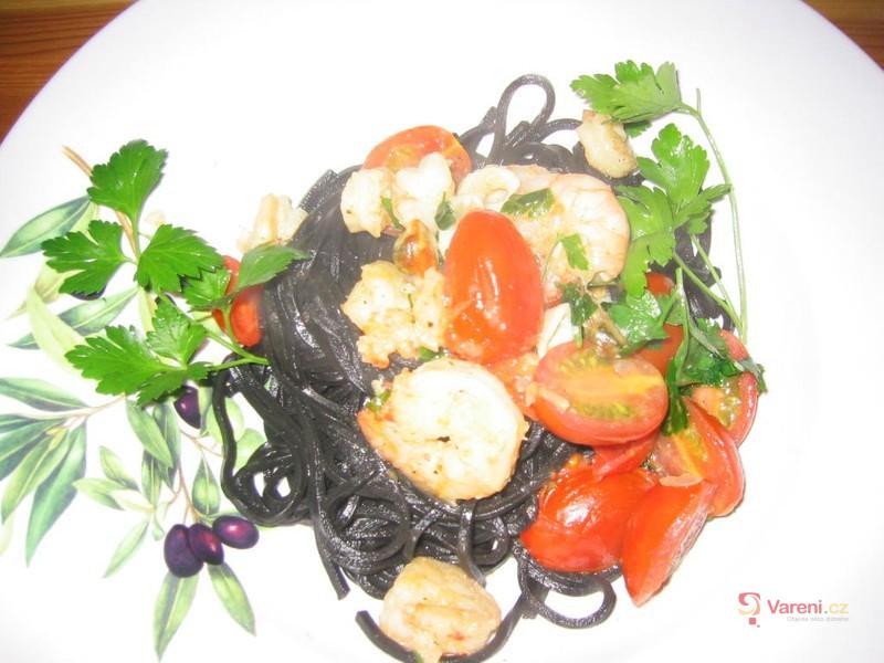 Černé špagety s plody moře