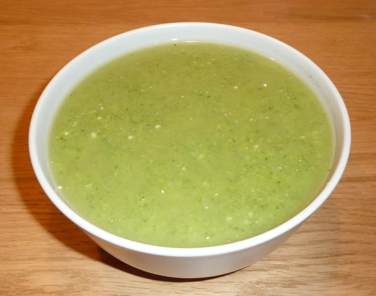 Rychlá brokolicová polévka s nivou