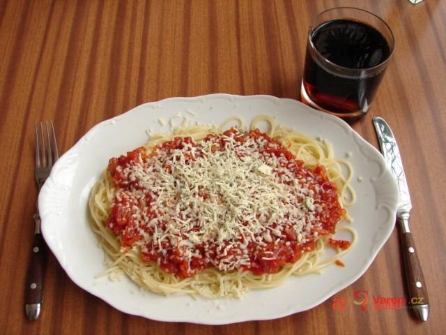 Špagety s cibulkou a nivou