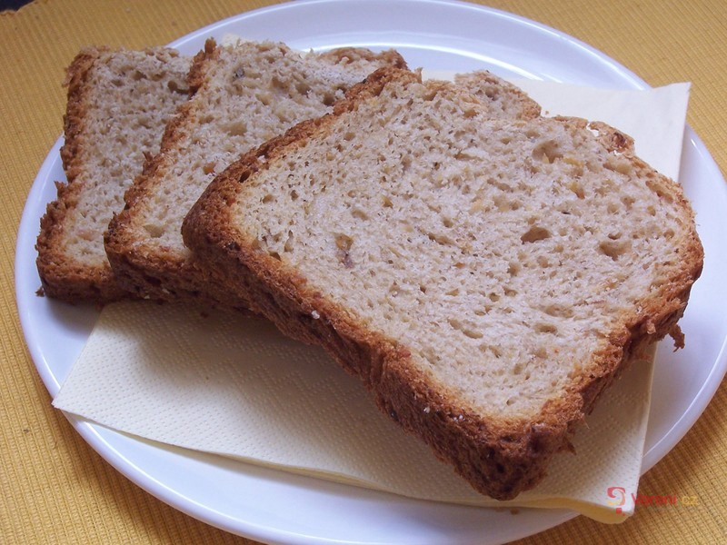 Škvarkový chléb z domácí pekárny