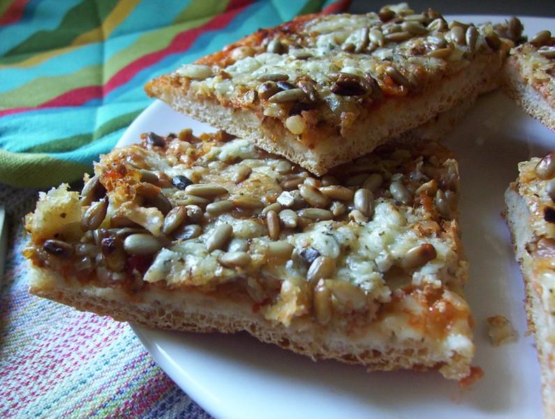 Sýrová pizza s tuňákem