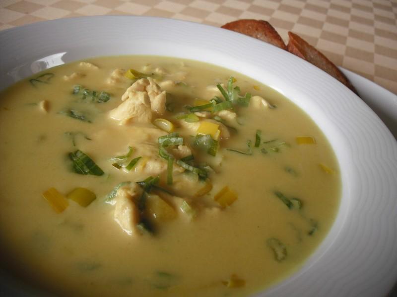 Kari polévka s kuřecím masem