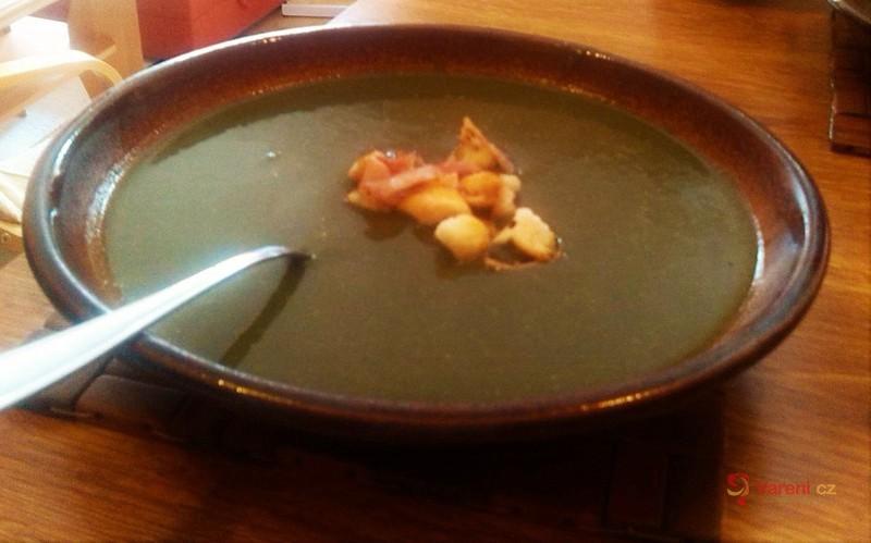 Špenátová polévka s houbami