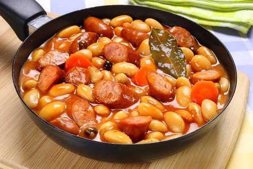 Buřty s fazolemi