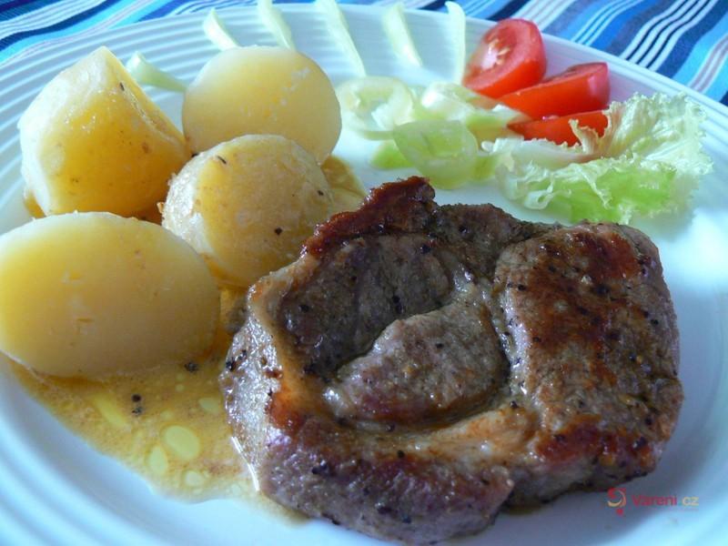 Steak s novým bramborem