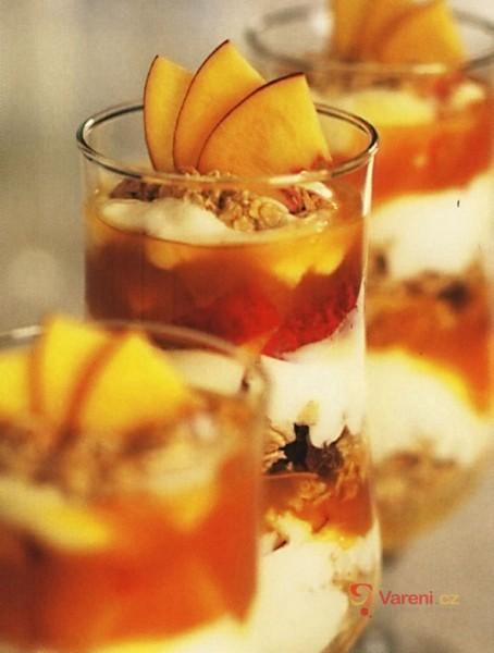 Ovocný pohár s nektarinkami