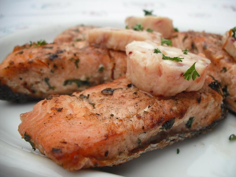 Lososové steaky na grilu