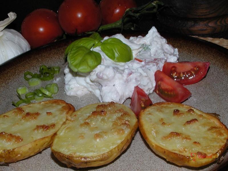 Pečené brambory s bazalkovým tvarohem