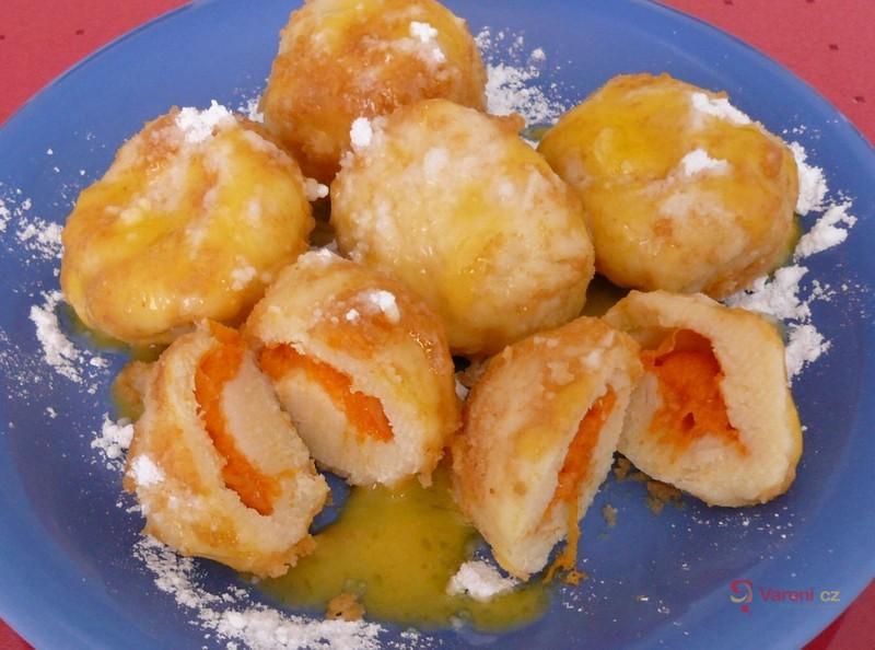 Meruňkové knedlíky z bramborového těsta