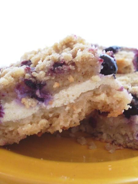 Zdravý tvarohový koláč s borůvkami