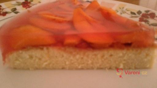 Svěží moučník s čerstvými meruňkami