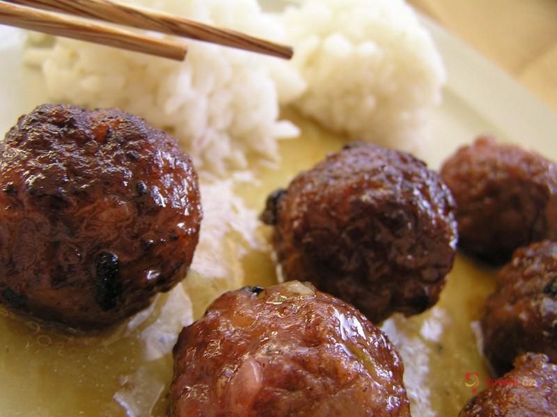 Thajské kuličky s pikantní omáčkou