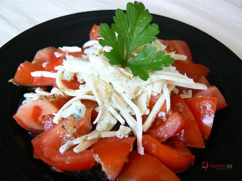 Rajčata s česnekem a nivou