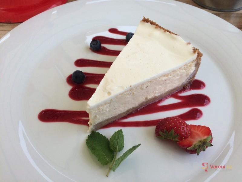 Cheesecake s jahodovým přelivem