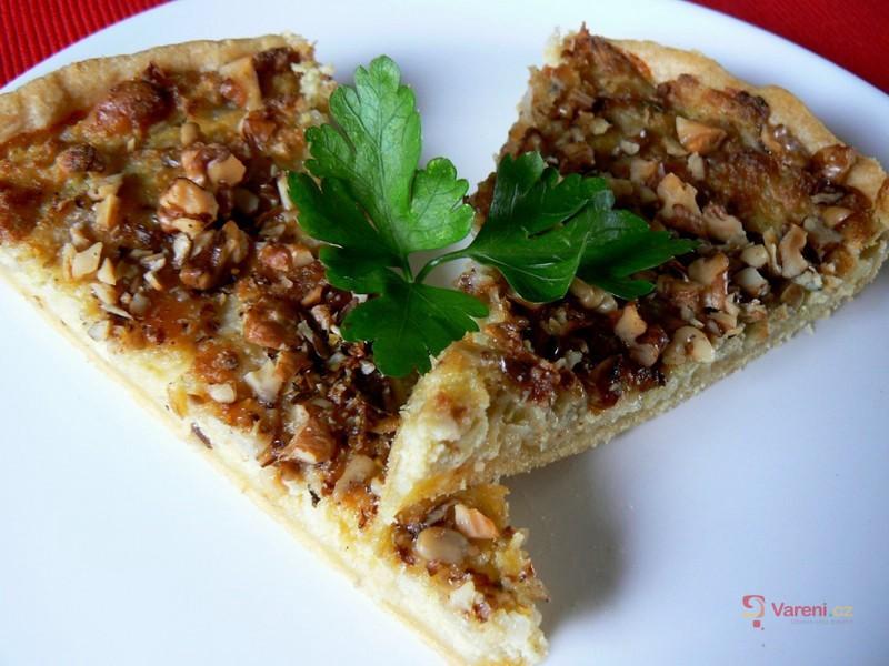 Cibulový koláč s ořechy