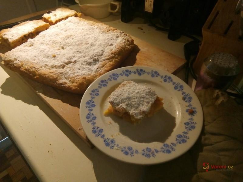 Jablkový koláč s rozinkami