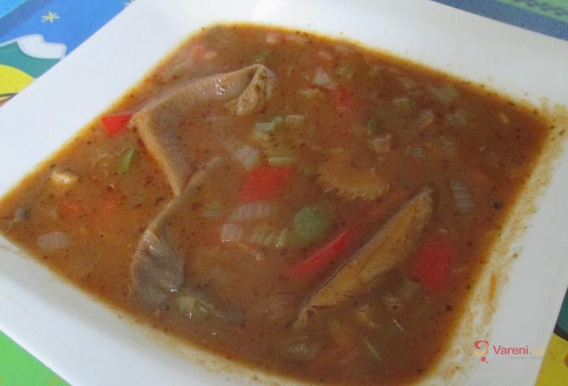 Kořeněná polévka z hlívy