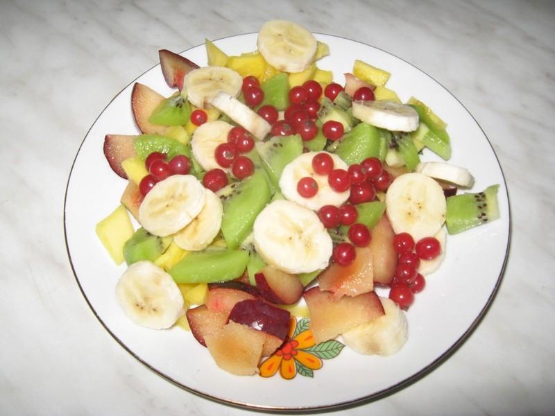 Ovocný salát se sýrem