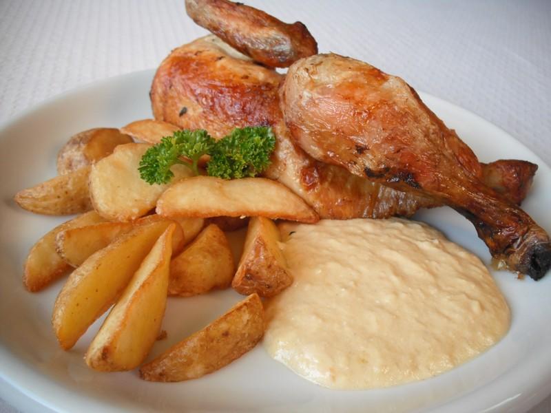 Pečené kuře s křenovo-smetanovou omáčkou