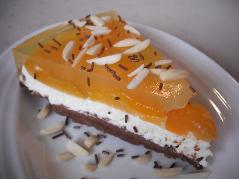 Čokoládovo-tvarohový koláč s meruňkami