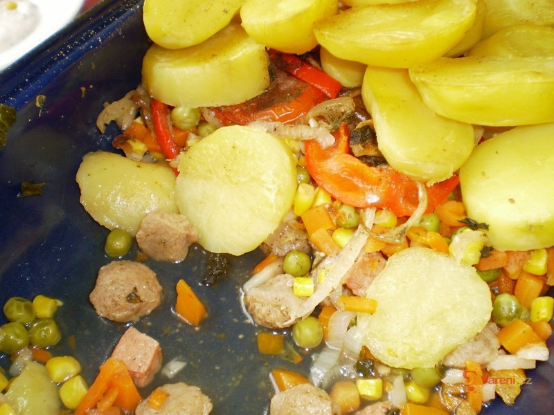 Sójové kostky se zeleninou v jogurtové omáčce