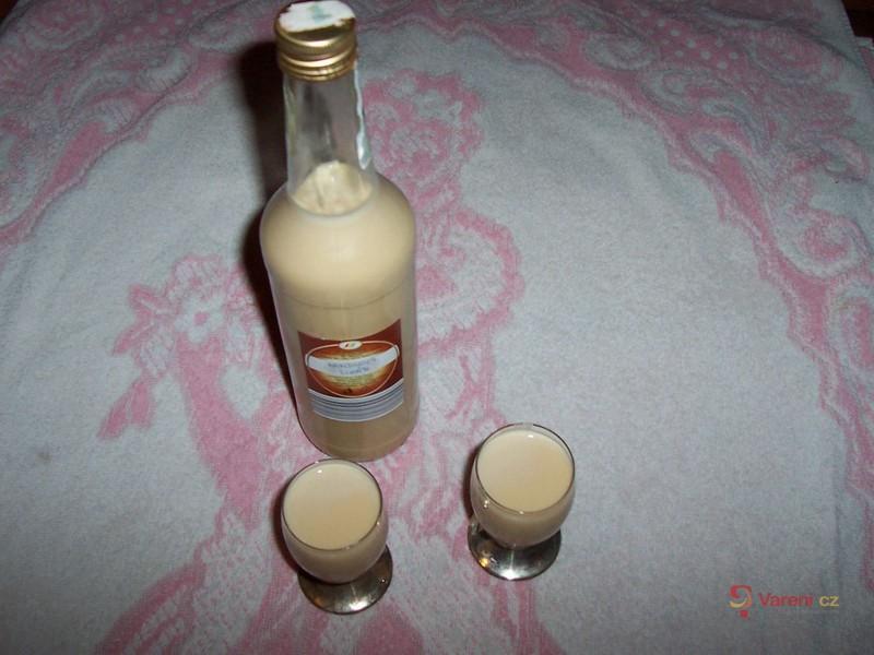 Domácí mandlový likér