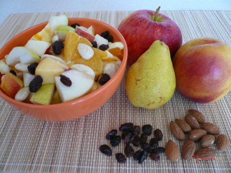 Ovocný salát s rozinkami