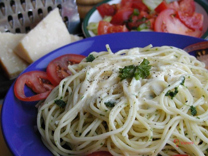Špagety s parmazánovou omáčkou