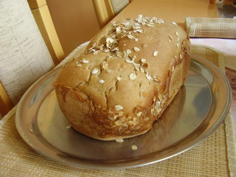 Křupavý chléb z domácí pekárny