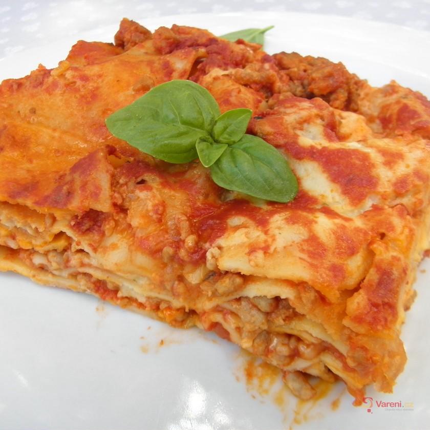 Lasagne s masovo-zeleninovou omáčkou
