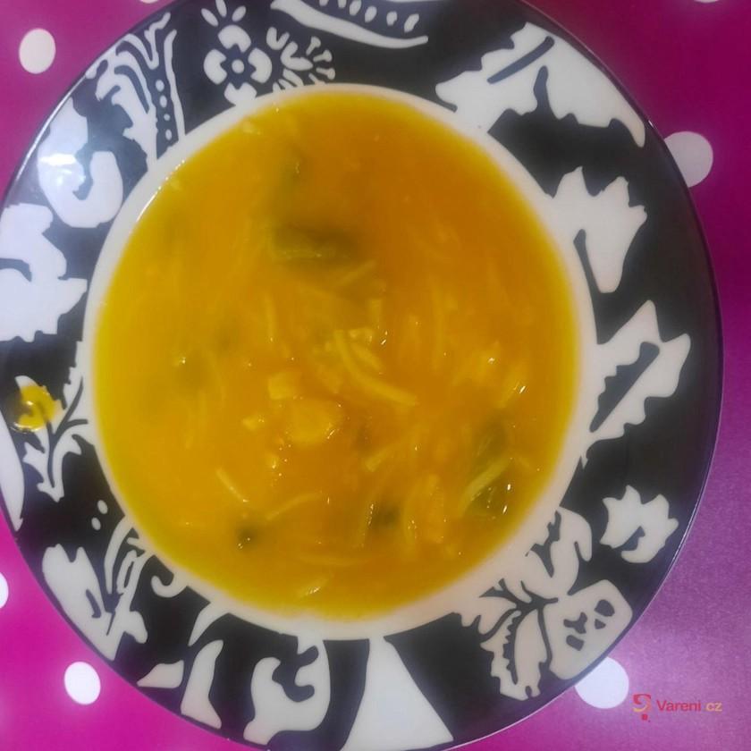 Dýňová polévka s těstovinami a fazolkami