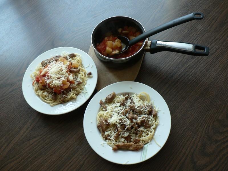 Špagety s rajčatovou omáčkou a masem