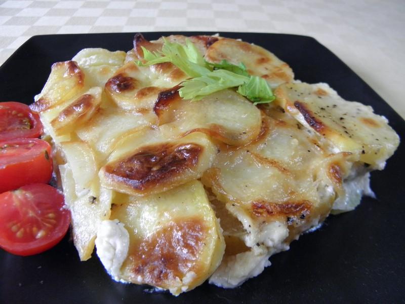 Brambory zapečené s celerem a sýrem
