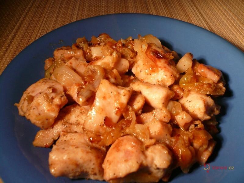 Kuřecí maso s cibulí
