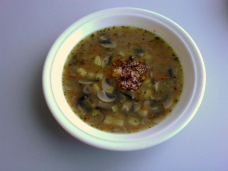 Žampionová polévka s cibulkou