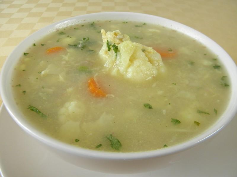 Květáková polévka s pohankou