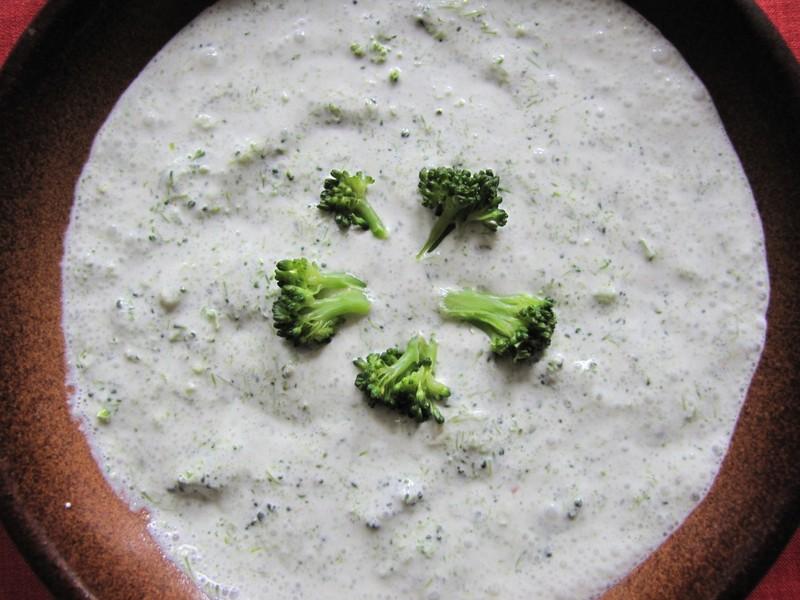 Brokolicová polévka s kysanou smetanou