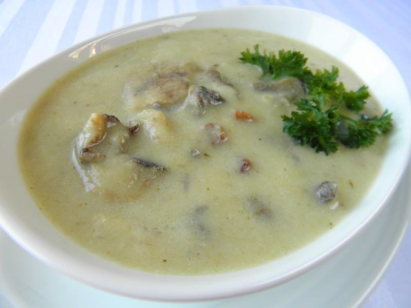 Celerová polévka s houbami