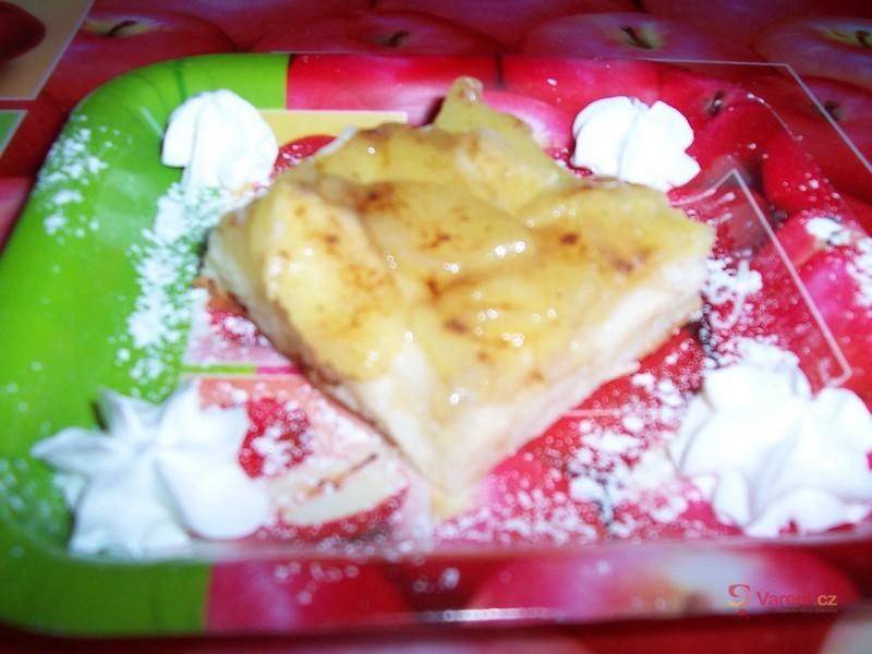 Jablečný koláč s želé