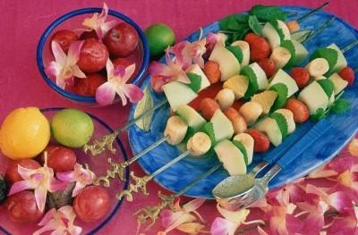 Vepřové medailonky s ovocnými špízy