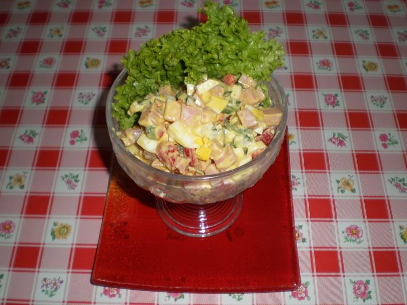 Rychlý zeleninový salát s uzeninou